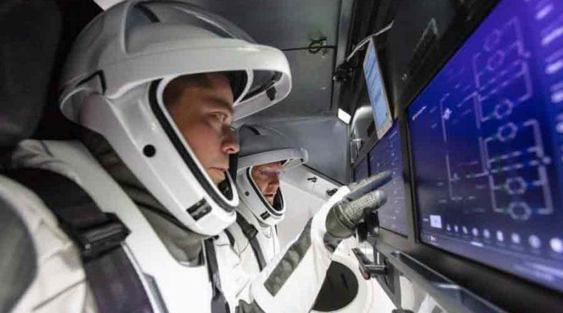 pilote crew dragon